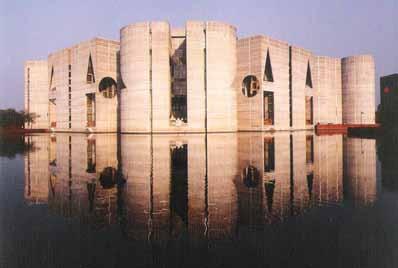 Μοντερνιστές ενάντια στο «μοντέρνο»:Διαγώνιοι, καμπύλες, πολύπλοκες γεωμετρίες και συμμετρίες από τον Louis Kahn