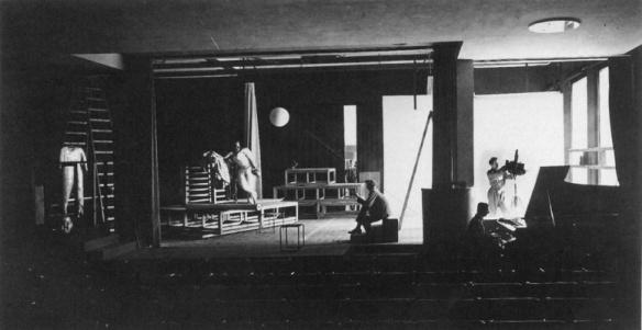 Φωτογραφία του Werner Siedhoff, Oskar Schlemmer, Andreas Weininger στη θεατρική σκηνή του Dessau, 1927, πρόβα