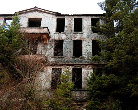 Το Σανατόριο Μάνα, χτισμένο στη θέση Κορφοξυλιά Μαγουλιάνων