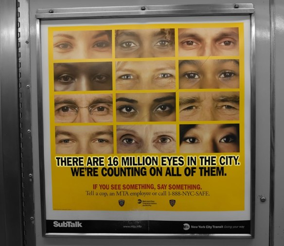"""Αφίσα της καμπάνιας δημόσιας επαγρύπνησης """"Εάν δεις κάτι πες κάτι"""", που αρχικά ξεκίνησε από τη Διεύθυνση Δημόσιων Μεταφορών της Νέας Υόρκης (Metropolitan Transportation Authority) και εξελίχθηκε σε εθνική καμπάνια της Διεύθυνσης Εσωτερικής Ασφάλειας (Department of Homeland Security) για την τρομοκρατία (πηγή: http://boingboing.net/2013/04/16/if-you-see-something-should-y.html)"""
