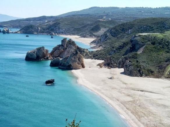 Οι γειτονικές παραλίες Μελανή και Ποτιστικά στο Πήλιο.